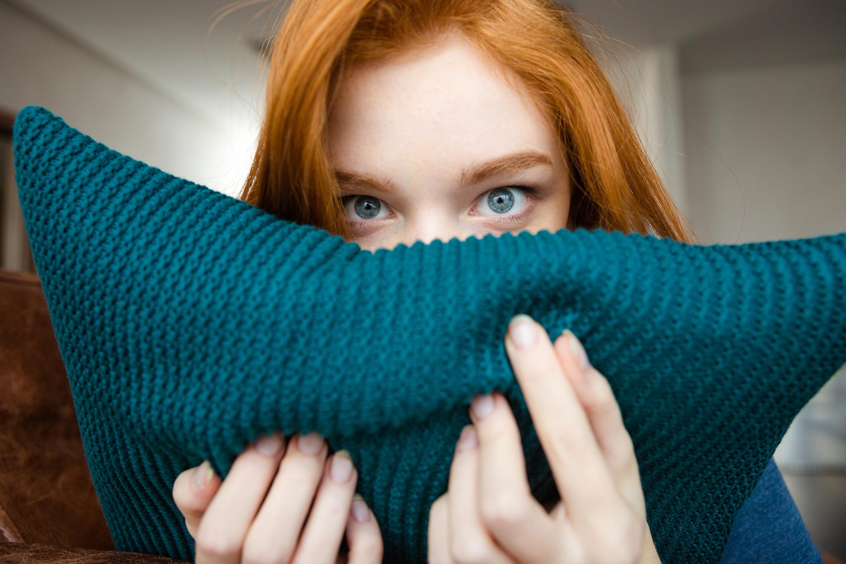 Photo hiding girl